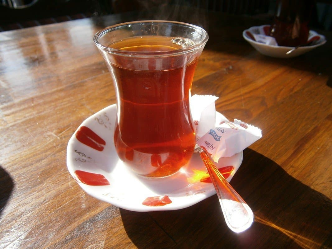 how to drink tea without staining your teeth