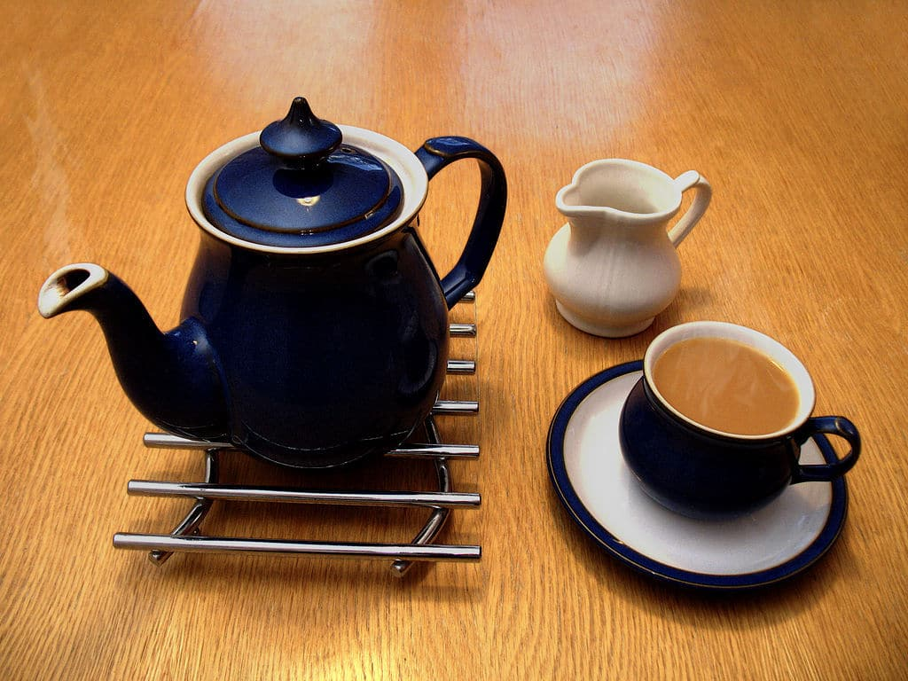 how to drink tea without staining teeth